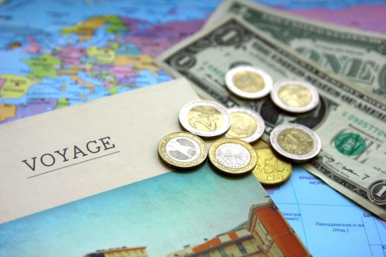 Top 10 tips to avoid being robbed or losing money abroad!