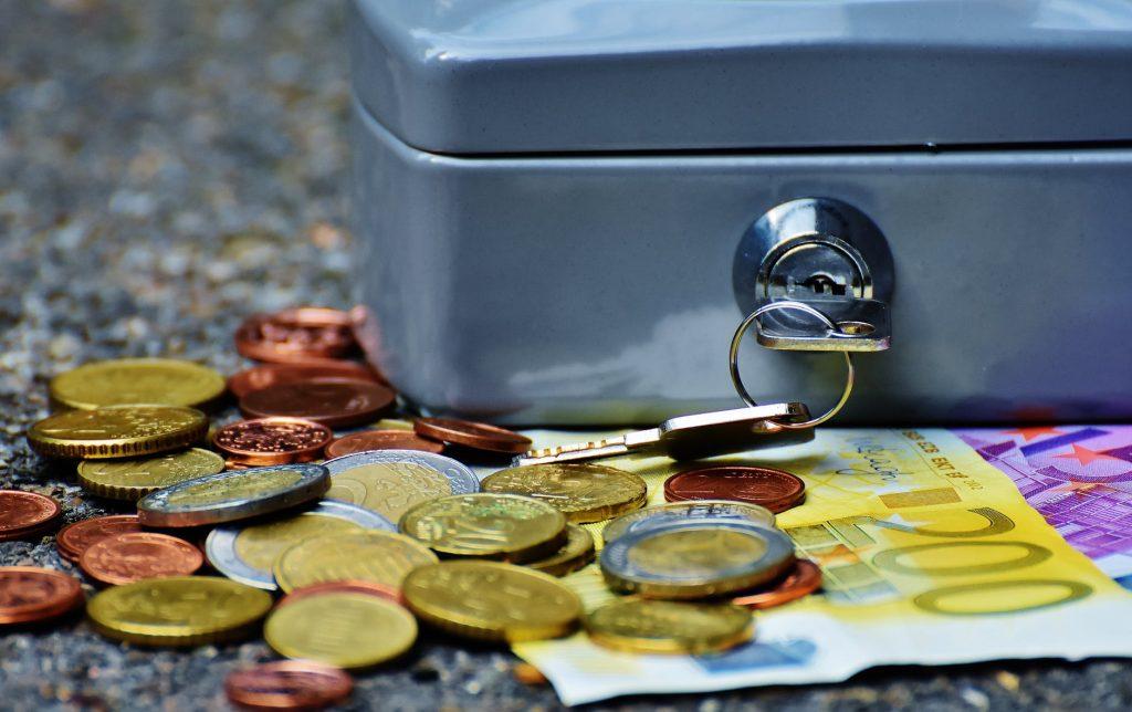 coffre à clé et argent